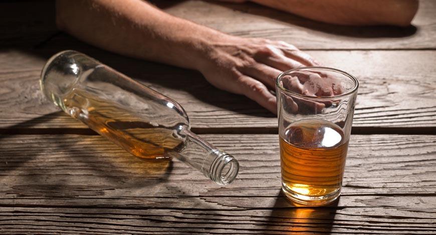 Zašto bi se alkohol trebao tretirati kao droga