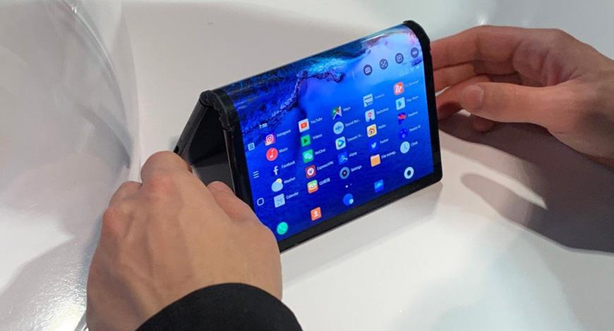 Stigao smartfon kojeg dnevno možete saviti stotinu puta – doslovno