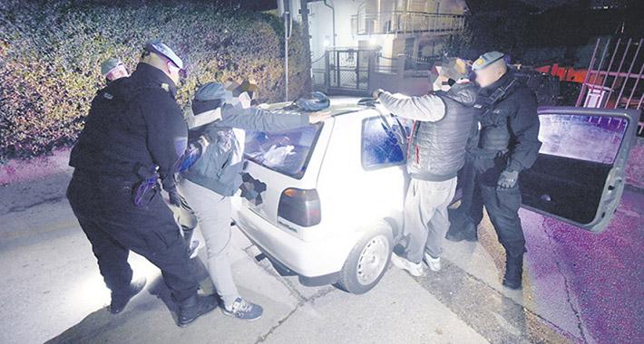 Banja Luka: Policajac pretukao maloljetnika, prijetio da će ga udaviti